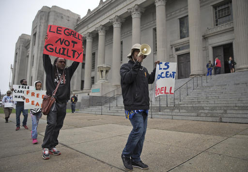 Demonstrators hold signs and chant for Cardell Hayes to be freed as jury selection begins for Hayes at Orleans Criminal Court in New Orleans as he stands trial for the shooting-death of former New Orleans Saints star Will Smith, Monday, Dec. 5, 2016. (Ted Jackson/NOLA.com The Times-Picayune via AP)